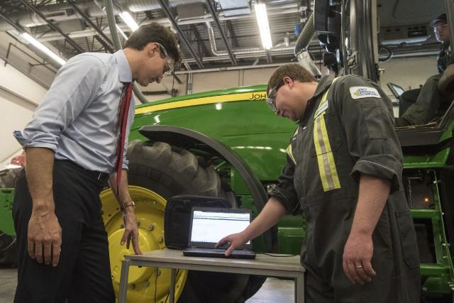 Justin Trudeau a visité mercredi le collège technique... (PHOTO PC)