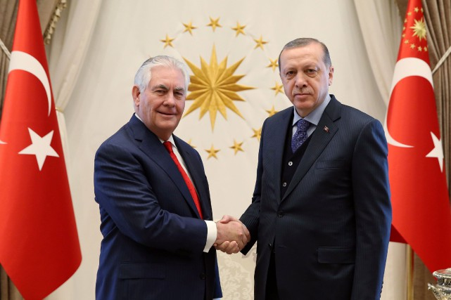 Rex Tillerson et Recep Tayyip Erdogan... (PHOTO REUTERS)
