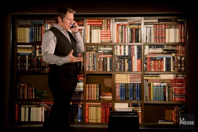 Dans 887, Robert Lepage occupe la scène pendant... (Archives, La Presse)