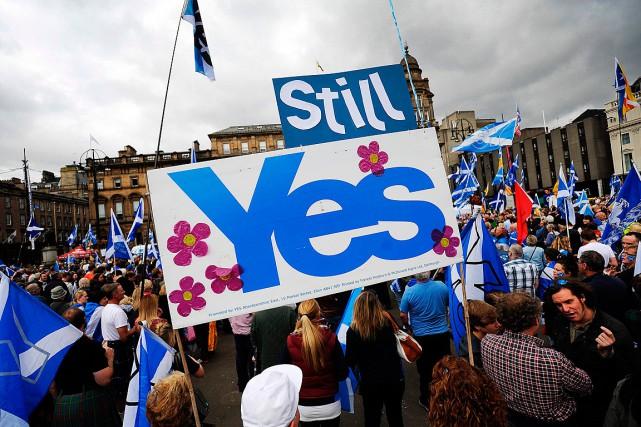 Des partisans de l'indépendance écossaise ont manifesté au... (PHOTO ANDY BUCHANAN, ARCHIVES AGENCE FRANCE-PRESSE)