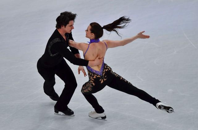 Tessa Virtue et Scott Moir ont récolté 82,43... (AFP, John MACDOUGALL)