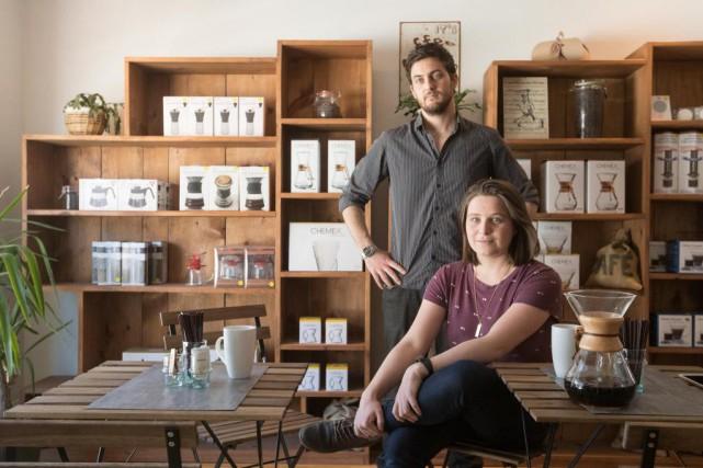 Thomas et Laura Paccanari, propriétaires de laboutique L'or... (Photo Ivanoh Demers, La Presse)