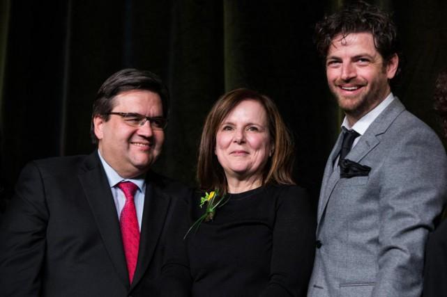 La chorégraphe Hélène Blackburn entourée du maire de... (Photo Hugo-Sébastien Aubert, La Presse)