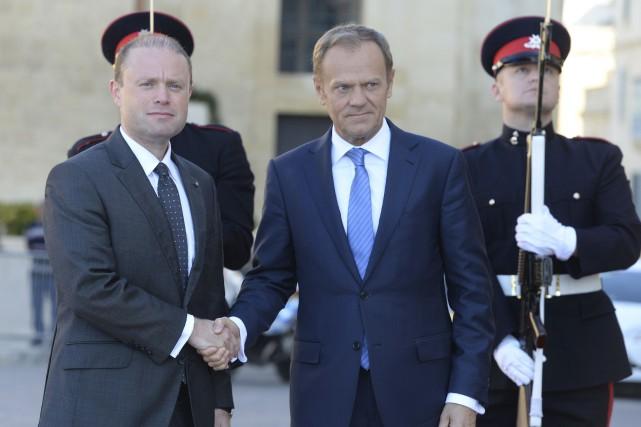 Le premier ministre de Malte Joseph Muscataccueille le... (AFP, Matthew Mirabelli)