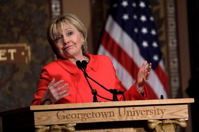 Hillary Clinton a prononcé un discours à l'Université... (Photo Kevin Lamarque, REUTERS)