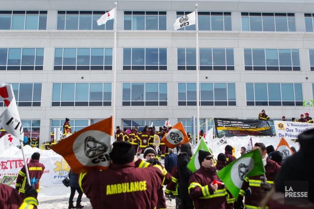 Dans le secteur des services ambulanciers, les syndicats... (Image tirée d'une vidéo, archives La Presse)