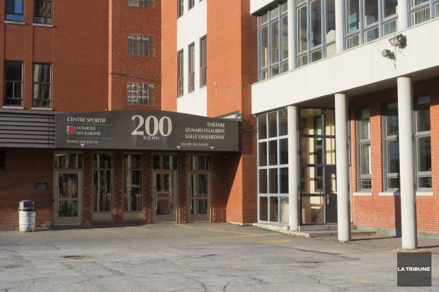 Les quelque 800 élèves du Séminaire de Sherbrooke... (Archives, La Tribune)