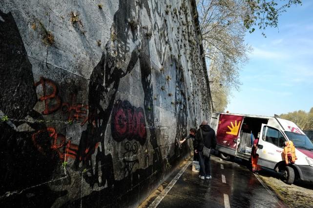 L'oeuvre, qui s'étend sur un demi-kilomètre de long... (Photo ANDREAS SOLARO, AFP)