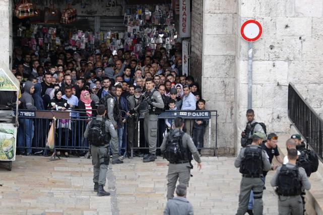 Des affrontements ont éclaté entre des Palestiniens qui... (Photo Thomas COEX, AFP)