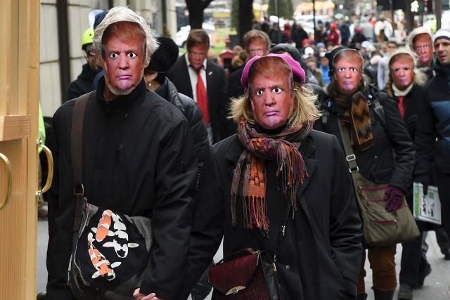 Organisée par l'artiste Joey Skaggs, la parade a... (AFP, Timothy A. Clary)