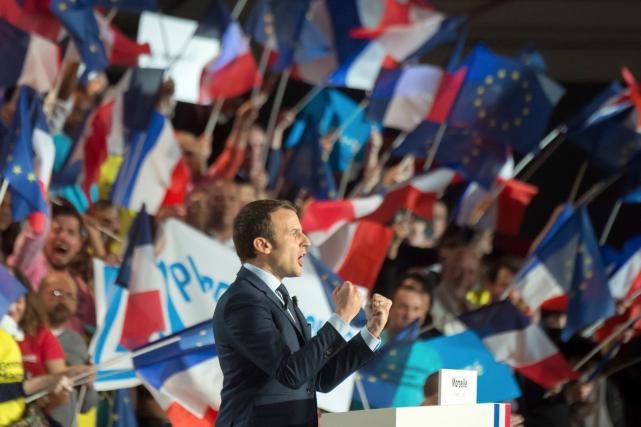 Mi-février, l'entourage d'Emmanuel Macron, le centriste favori des... (AFP, BERTRAND LANGLOIS)