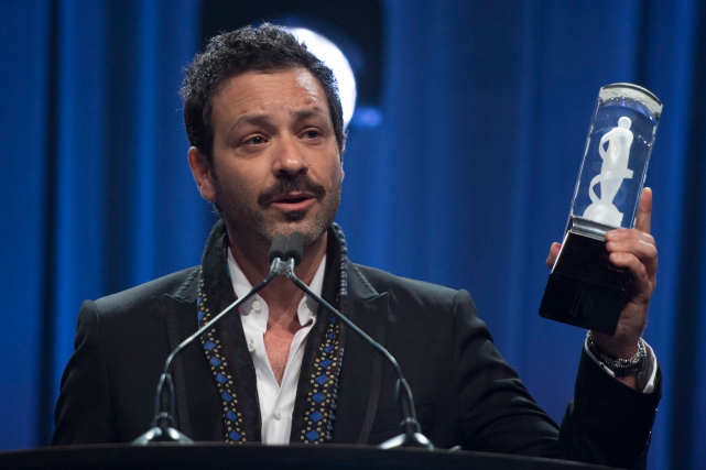 Adam Cohen est venu accepter le trophée au... (La Presse canadienne, Sean Kilpatrick)