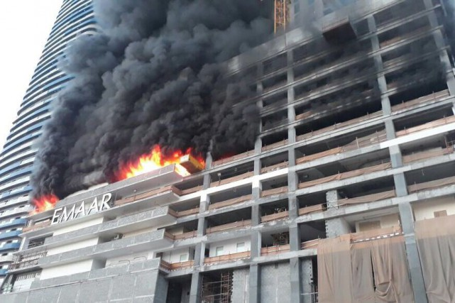 L'incendie de dimanche a pris dans les étages... (Photo REUTERS)