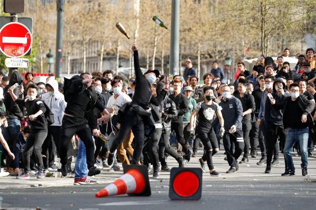 Des manifestants, jeunes et moins jeunes, issus de... (Photo Charles Platiau, REUTERS)