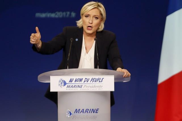 La dirigeante de l'extrême droite Marine Le Pen... (AP, Bob Edme)