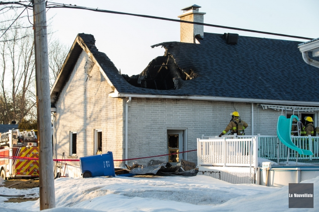 Une résidence a été lourdement endommagée par les... (Olivier Croteau, Le Nouvelliste)