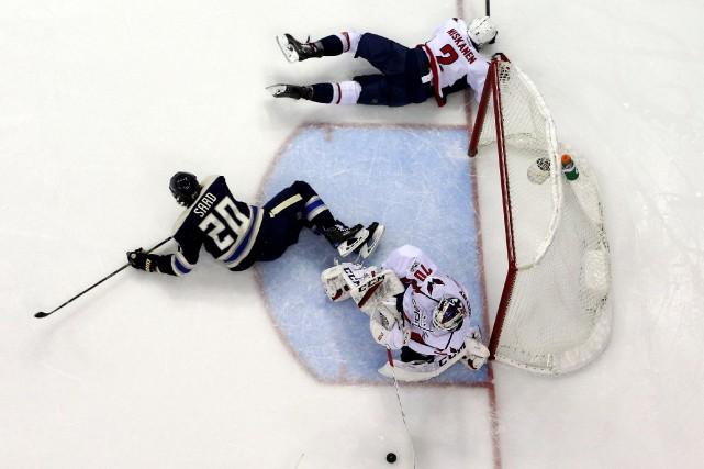 Braden Holtby a bloqué 35 tirs, Andre Burakovsky a récolté un but et une... (PHOTO REUTERS)