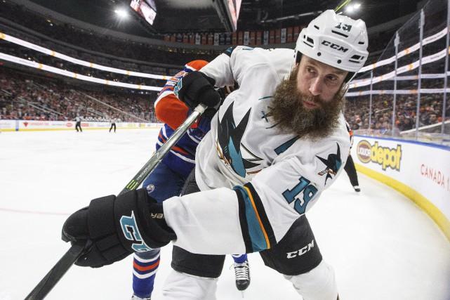 JoeThornton s'est effondré sur la patinoire alors qu'il... (PHOTO PC)