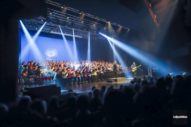 Les 250 choristes de La Gaillarde étaient en... (Le Quotidien, Gimmy Desbiens)