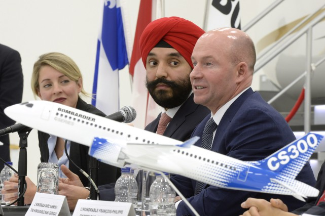 Le ministre fédéral de l'Innovation, Navdeep Bains et... (THE CANADIAN PRESS)