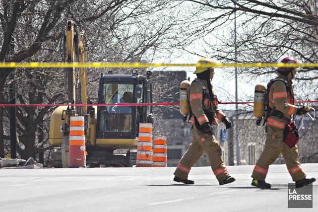 Une conduite de gaz s'est brisée à l'intersection... (Photo Patrick Sanfacon, La Presse)