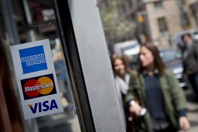 Les crédits renouvelables, contractés à partir des cartes... (Photo Scott Eells, Bloomberg)