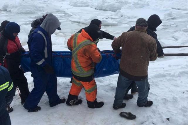 Lundi, une vingtaine de résidants d'une petite île... (La Presse canadienne, Ho-Charlene Bickford)