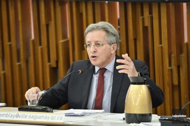 Le maire Jean Tremblay... (archives le Quotidien, Jeannot Lévesque)