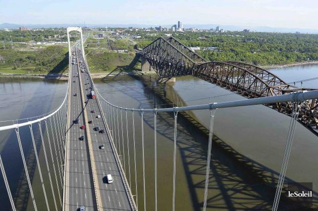 Ouvert à la circulation en 1970, le pont... (Photothèque Le Soleil, Patrice Laroche)