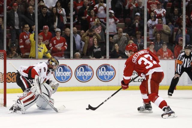 À son premier match en carrière dans la LNH lundi soir, Evgeni Svechnikov fut... (PHOTO REUTERS)