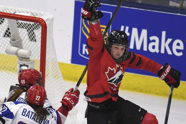 Jennifer Wakefield a marqué deux buts et amassé... (Jason Kryk, La Presse canadienne)