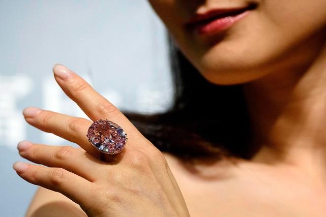 Le «Pink Star» est un ovale étincelant extrait... (Anthony WALLACE, AFP)