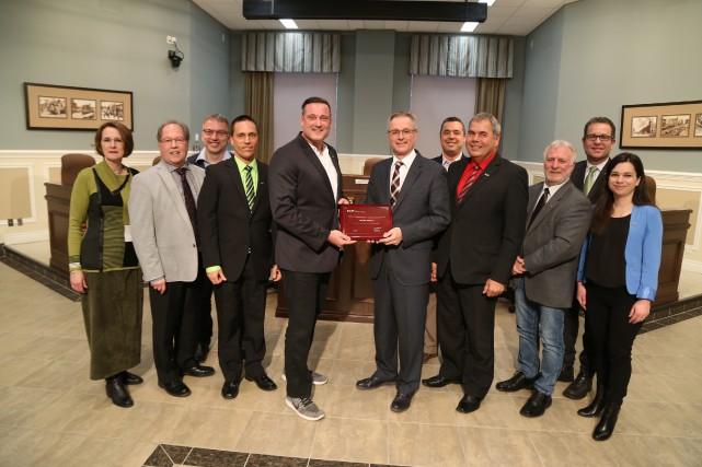 Les membres du conseil municipal de Granby ont... (photo Janick Marois)