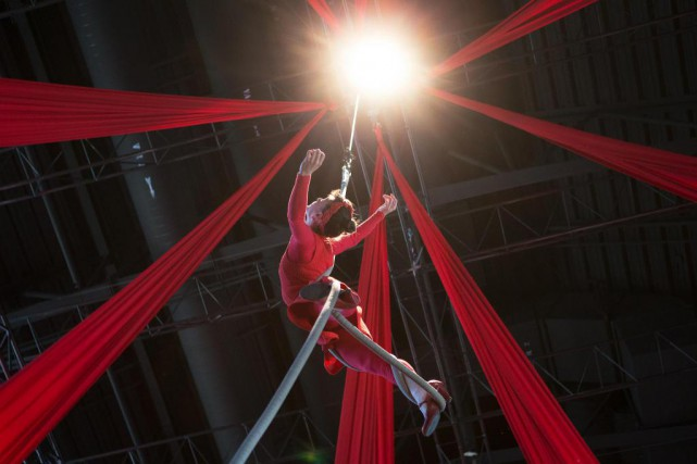 Le Cirque Éloize présentera un court spectacle acrobatique... (Photo Robert Skinner, La Presse)
