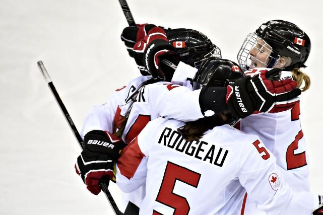 Les joueuses de l'équipe canadienne de hockey féminin... (Photo Bernard Brault, archives La Presse)
