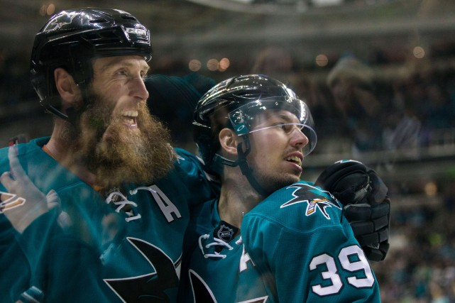Joe Thornton et Logan Couture... (Photo John Hefti, archives USA Today Sports)