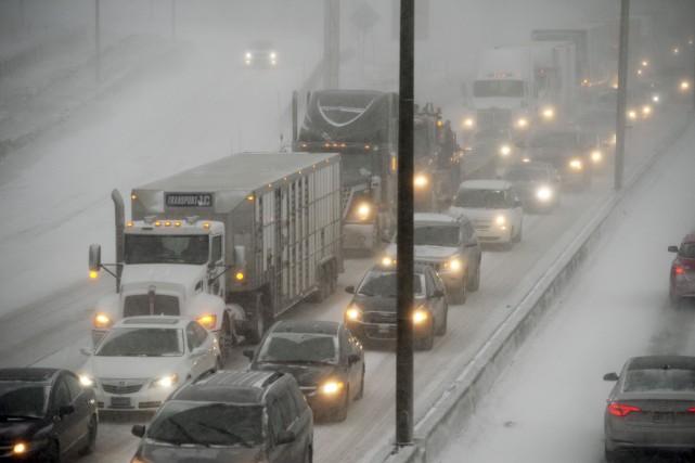 La neige agit comme une immense éponge qui... (Le Soleil, Jean-Marie Villeneuve)