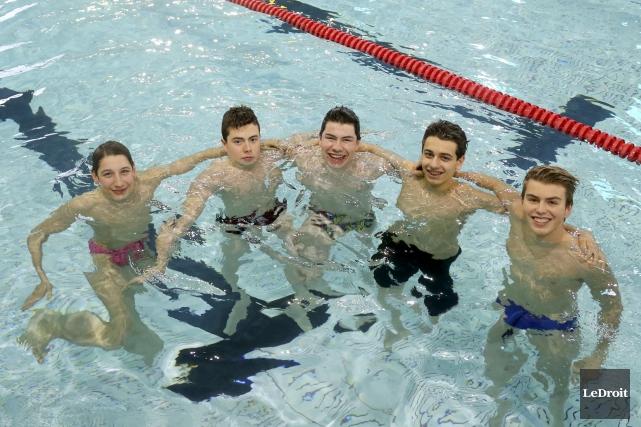 Les nageurs Louis Bertrand, Antoine Cyr-Bouchard, Brandon Lacroix,... (Patrick Woodbury, Le Droit)