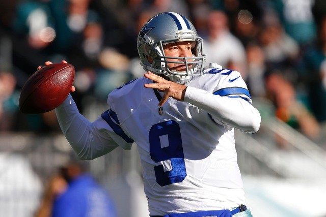 Tony Romo a perdu son poste de quart partant... (ARCHIVES AFP)