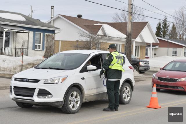 Les policiers de la Sûreté du Québec ont... (Photo Le Quotidien, Jeannot Lévesque)