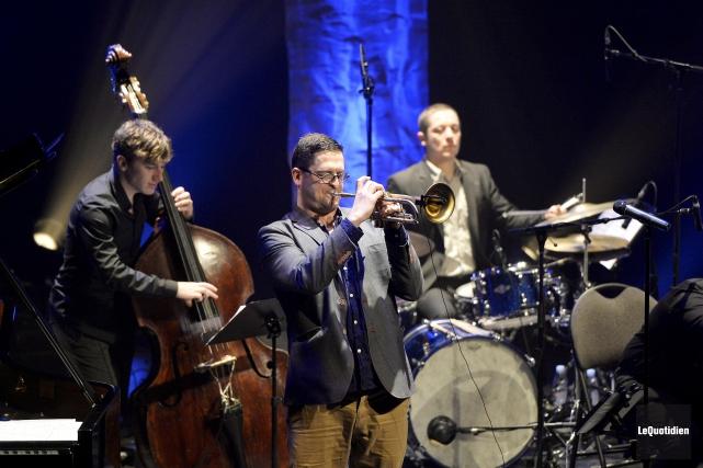 Jacques Kuba Séguin était entouré de sept musiciens... (Photo Le Quotidien, Jeannot Lévesque)