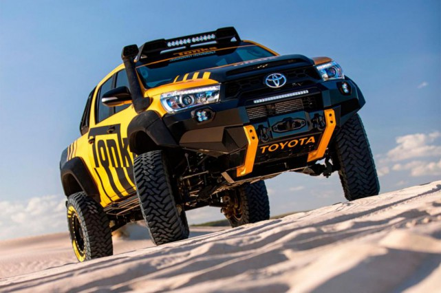 un hilux tonka pour un carr de sable g ant denis arcand toyota. Black Bedroom Furniture Sets. Home Design Ideas