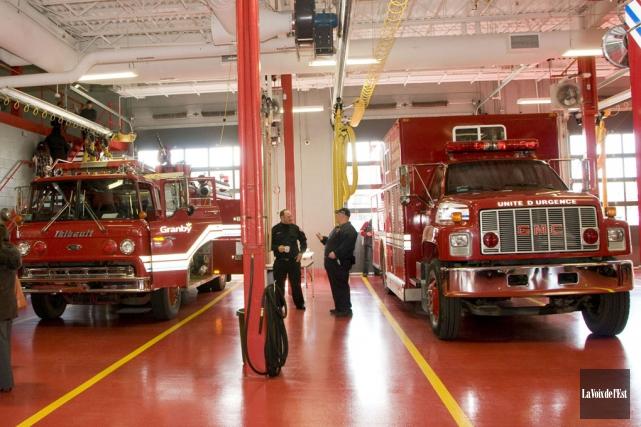 Au plan salarial, les pompiers toucheront une hausse... (archives La Voix de l'Est)