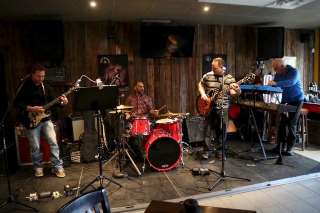 Le groupe Vintage Soul (ou Au carré) fait... (Julie Catudal)