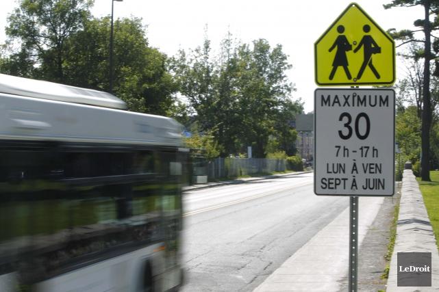 La limite de vitesse dans certains secteurs de... (Simon Séguin-Bertrand, archives Le Droit)