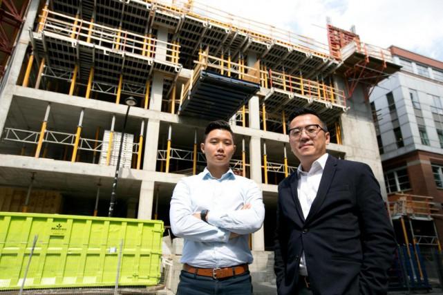 Yi Lu et William Gong, courtiers chez Engel&Völkers... (PhotoFRANÇOIS ROY, LA PRESSE)