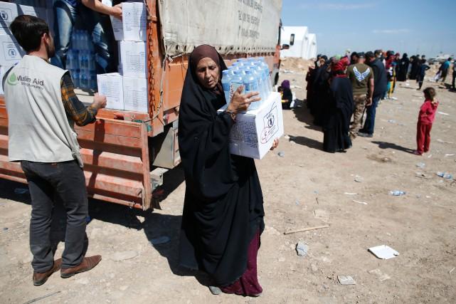 Sur la photo, des Irakiens qui ont fui... (PHOTO AHMAD GHARABLI, AFP)