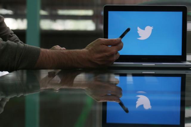 Un Espagnol devra tweeter pendant 30 jours le texte de sa condamnation pour... (BLOOMBERG)