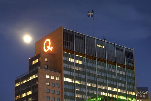 Hydro-Québec a versé des primes moins importantes à ses employés l'an dernier... (Photothèque Le Soleil)