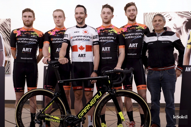 Bruno Langlois (en blanc), coureur-entraîneur de Garneau-Québecor, est... (Le Soleil, Yan Doublet)